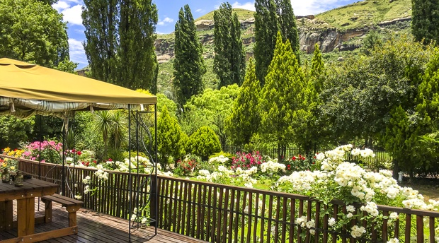 Mont Rouge Guest House offers self catering accommodation with spectacular Mountain views