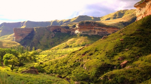 Golden Gate National Park is 20 km from Mont Rouge Guest House in Clarens Free State