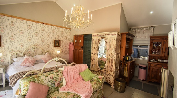 self catering accommodation in clarens mont rouge guesthouse